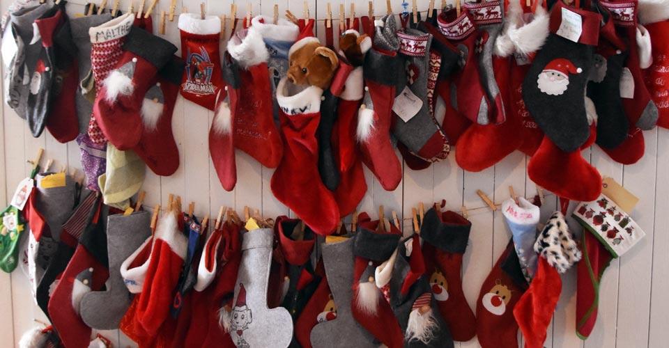 Alle børn kan i december måned hænge en julesok op i Kattegatcentret - helt gratis!